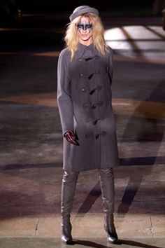 See the complete Alexander McQueen Fall 2002 Ready-to-Wear collection.