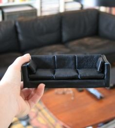 how to: leather sofa (idea using rice krispie cake and fondant)