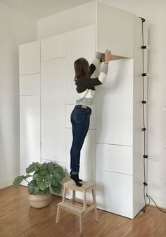 Minimalist Bed, Minimalist Furniture, Bedroom Color Schemes, Bedroom Colors, Ikea Bedroom, Home Bedroom, Diy Room Decor, Bedroom Decor, Home Decor