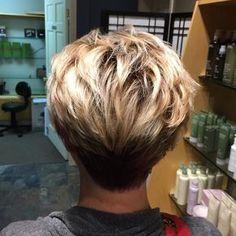 No photo description available. Short Hair Cuts For Women, Short Hair Styles, Short Cuts, Pixie Haircut For Thick Hair, Thin Hair, Medium Shag Haircuts, Pelo Pixie, Beautiful Haircuts, Hair Color Techniques