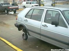 The fender offenders: Hilarious DIY car repair bodge jobs carried out by amateur mechanics to keep their vehicles going Car Fails, People Of Walmart, Funny People, Flat Tire, Diy Car, Car Humor, Car Memes, Car Cleaning, Cleaning Hacks