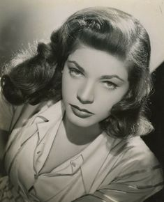 Lauren Bacall's 19 Most Glamorous Moments Quick Hairstyles, Hairstyles For School, Vintage Hairstyles, Hollywood Actresses, Old Hollywood, Classic Hollywood, 50 Most Beautiful Women, Bogart And Bacall, Humphrey Bogart