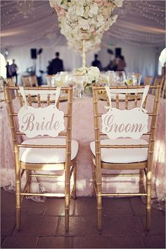 elegant signage | bride and groom signs | gold seating | glam reception | #weddingchicks