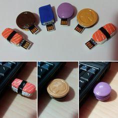 Chiavette USB in pasta di mais. Sushi (nigiri al salmone), biscotto Ringo, libro e macaron
