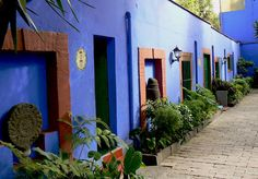 http://www.recorridosvirtuales.com/frida_kahlo/museo_frida_kahlo.html  La Casa Azul Museo Casa de Frida Kahlo by Ekz ., via Flickr