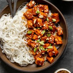 Crispy baked tofu topped with a spicy sriracha peanut sauce makes for a great dinner! Gluten-free, vegan, oil-free, & SO delicious! Tofu Recipes, Vegan Dinner Recipes, Asian Recipes, Whole Food Recipes, Vegetarian Recipes, Cooking Recipes, Healthy Recipes, Ethnic Recipes, Recipes With Baked Tofu
