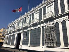 CLUB CENTRAL. Exclusivo restaurante y casona antes llamada Palacio Uturregui. Ubicada en el centro de la ciudad.