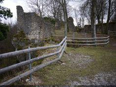 Burgruine Leienfels - Fränkische Schweiz.  Die Burgruine Leienfels entstand um 1300 der Name Leienfels leitet sich wohl von Löwenfels ab. Interessant dürfte auch die daneben verlaufende Fraischgrenze sein. Diese im Jahr 1607 beschlossene Grenze zwischen dem Hochstift Bamberg und der Reichsstadt Nürnberg sollte die Grenzstreitigkeiten beseitigen.  Bei der Fraischgrenze die noch fast vollständig mit allen Grenzsteinen erhalten ist ging es um die Blutgerichtsbarkeit. Bei Burg Leienfels beginnt…