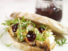 Hier passt die Kombination aus süß und herzhaft einfach toll!! Schweinebraten-Sandwich mit Cranberrykonfitüre - smarter - Kalorien: 280 Kcal - Zeit: 15 Min. | eatsmarter.de