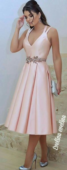 Like this for Bridesmaid Dress -but in sage and with golden leaves belt Elegant Dresses, Pretty Dresses, Beautiful Dresses, Casual Dresses, Short Dresses, Fashion Dresses, Prom Dresses, Formal Dresses, Modest Fashion