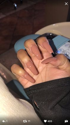 The advantage of the gel is that it allows you to enjoy your French manicure for a long time. There are four different ways to make a French manicure on gel nails. Nails 2018, Aycrlic Nails, Nude Nails, Hair And Nails, Manicure, Fall Nails, Coffin Nails, Winter Nails, Summer Nails