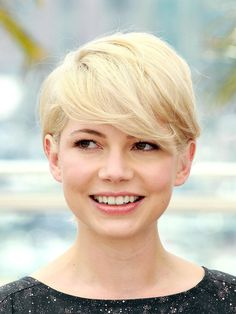 Michelle Williams' classic pixie crop, complete with sweeping fringe!