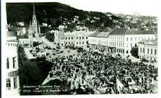 Buskerud fylke Drammen. Bragernes Torv med masse folk og aktivitet Utg J H.Küenholt postgått 1938
