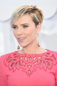 More Pics of Scarlett Johansson Short Side Part (10 of 43) - Short Hairstyles Lookbook - StyleBistro