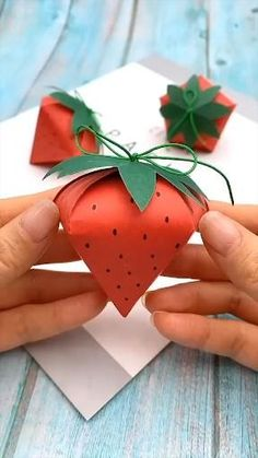 Diy Crafts Hacks, Diy Crafts For Gifts, Diy Home Crafts, Diy Crafts Videos, Creative Crafts, Creative Video, Cool Paper Crafts, Paper Crafts Origami, Fun Crafts