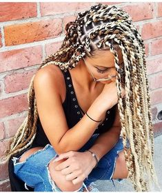 Women enjoy wearing box braids because these braids not only allow them to extend the length of their hair, but they can also wear different hairstyles with box braids. Box Braids Hairstyles, Cool Hairstyles, Hairstyle Braid, Dreadlock Hairstyles, Celebrity Hairstyles, Curly Hair Styles, Natural Hair Styles, Blonde Box Braids, Box Braids Styling