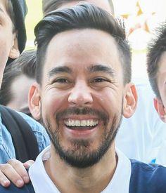 Mike Shinoda (his smile....!!!!)