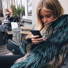 Discovered by Vogue. Find images and videos about girl, fashion and style on We Heart It - the app to get lost in what you love. Matilda, Street Style, Style Vintage, Mode Inspiration, Fashion Killa, Dress Me Up, Autumn Winter Fashion, Fall Fashion, Net Fashion