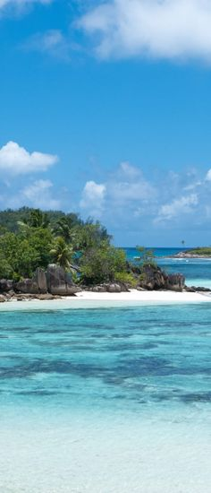 Mahe Beach hopping, mountains and more in the Seychelles island. Search for the Driftwood hotel (snorkeling right outside)