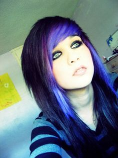 love the black, blue, and purple in her scene hair c: her eyes tho