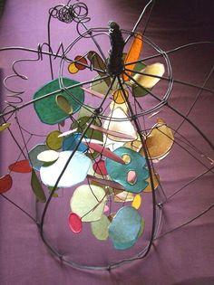 Isabelle Bonte- ensemble branche d'ombre dans le tuteur végétal GM fil de fer & papier de soie