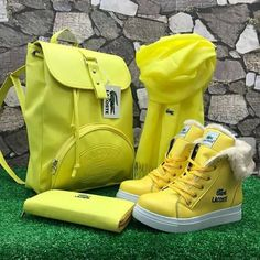 Keys To Finding The Best Sneakers For Women. Are you shopping for the best sneakers for women? Fashion Handbags, Purses And Handbags, Leather Handbags, Hot Shoes, Shoes Heels Boots, Mochila Jeans, Best Sneakers, Sneaker Brands, Mellow Yellow