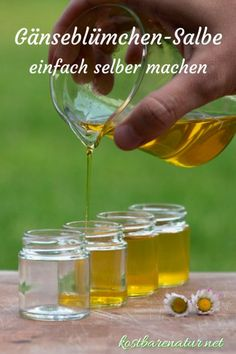 Aus einfachen Zutaten ist die heilende Gänseblümchensalbe ganz schnell hergest… From simple ingredients, the healing daisy ointment is made quickly and saves you from buying expensive wound and healing ointments. Beauty Case, Diy Beauty, Water Based Nail Polish, Life Hacks, Maybelline, Daisy, Diy Skin Care, Natural Cosmetics, Diy Nails
