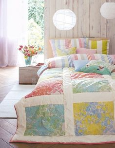 Quilt from vintage sheets. Isn't it pretty? It hurts, though, that the patterned sheets we had when I was growing up are now called vintage. Casa Color Pastel, Pastel Colours, Pastels, Soft Colors, Light Colors, Pastel Design, Pastel Home Decor, Diy Design, Interior Design