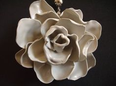 diy: plastic spoon rose