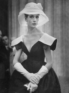 Simone D'Aillencourt, 1959. Dress by Galanos. Photo: Nina Leen.