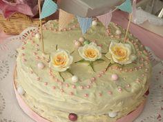 TORTA DE COMUNIÓN MARTA Ver receta: http://www.mis-recetas.org/recetas/show/36848-torta-de-comunion-marta #tarta #comuniones