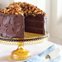 Guinness Chocolate Cake with Caramelized Bar Nuts - Celebrate Magazine. The combination of dark chocolate and caramel makes this decadent cake a crowd pleaser. Chocolate Ice Cream, Chocolate Fudge, Chocolate Cookies, Nut Recipes, Dessert Recipes, Healthy Desserts, Guinness Chocolate, Cupcake Cakes, Cupcakes