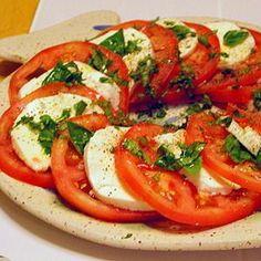 Receta de Ensalada Caprese con tomate, mozzarella y albahaca fresca - Ensaladas y verduras - Recetas - Charhadas.com: