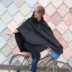 Bramble & Mr Twigg Wax Cotton Cycling Cape - Black | Cyclechic | Cyclechic