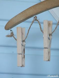 Close up of mitten dryer. Wooden hanger, eye screws, twine, & wooden clothes pins.  I Lilla Kamomillas Villa: Pyssel