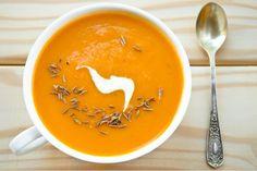 Klasik bir Fransız olan havuç çorbası, az malzeme ile kolayca hazırlanıp, soğuk kış günlerinde hem rengi hem tadıyla içinizi ısıtacak.