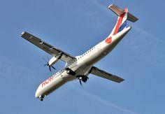 HOP! Avions de Transport Régional ATR-72-500 (ATR-72-212A) F-GVZP lowers the landing gear while on final approach to Toulouse-Blagnac, October 2014. (Photo: Gyrostat)