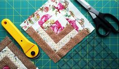 Curso de Patchwork online Baby Knitting Patterns, Knitting Designs, Patchwork Quilt Patterns, Cross Stitch Landscape, Pattern Blocks, Xmas Gifts, Sewing Tutorials, Quilt Blocks, Patches