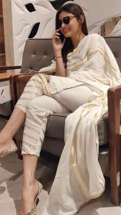 Pakistani Fashion Casual, Pakistani Dresses Casual, Indian Fashion Dresses, Dress Indian Style, Indian Wear, Salwar Designs, Kurta Designs Women, Kurti Designs Party Wear, Stylish Dress Designs