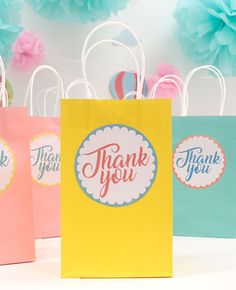 Download our free printable thank you labels and stick them on plain paper bags to make cute baby shower favour bags. A lovely party bag idea for a baby shower!