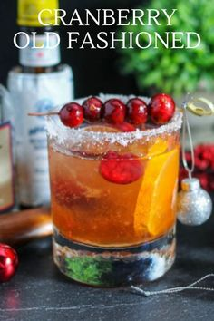 Alcoholic Cocktails, Liquor Drinks, Craft Cocktails, Holiday Drinks, Easy Christmas Cocktails, Old Fashion Drink Recipe, Cranberry Cocktail, Cocktail Bitters