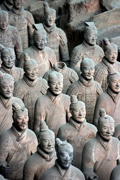 terra cotta soldiers of Xin Emperor