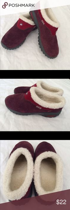 "Merrell kids 1 MERRELL KIDS SIZE 1  ENCORE FROST HUCKLE BERRY SUEDE MOCS LIKE NEW, EXCELLENT CONDITION ONLY DEFECT IS ON RIGHT CLOG-""M"" LOGO IS WORN OFF A BIT...PLEASE SEE PICS PURPLE/PINK SUEDE AND WOOL LINED Merrell Shoes Sneakers"