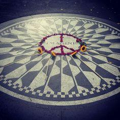 John Lennon ○