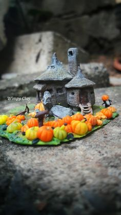 Wimpy Clay: Miniature Polymer Clay The Hagrid's Hut and Buckbeak of Harry Potter Movie Scene (fairy pots polymer clay) Décoration Harry Potter, Harry Potter Halloween, Harry Potter Christmas, Polymer Clay Halloween, Fimo Clay, Polymer Clay Crafts, Hagrids Hut, Harry Potter Miniatures, Harry Potter Painting