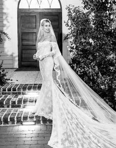 30 Vintage Wedding Dresses You Will Fall In Love - New ideas Second Wedding Dresses, Wedding Dress Train, Wedding Dress Trends, Cheap Wedding Dress, Wedding Dress Styles, Classy Wedding Dress, Amazing Wedding Dress, Justin Bieber, Hailey Bieber Wedding
