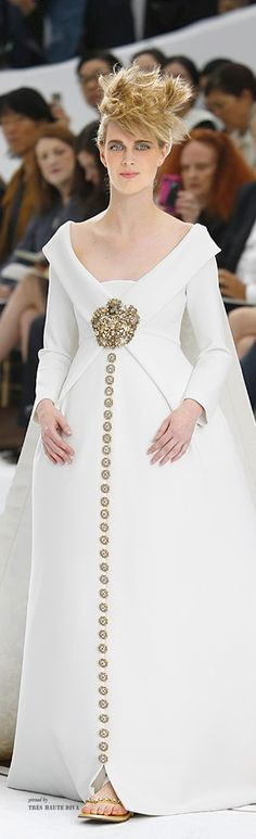 Chanel Haute Couture Fall 2014 My hair looks like this when I get up in the morning Chanel Couture, Couture Fashion, Runway Fashion, Fashion Show, Fashion Design, Karl Otto, White Fashion, Beautiful Gowns, Elegant Dresses
