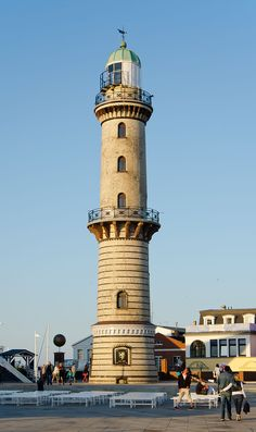 Leuchtturm Warnemünde 2012.jpg