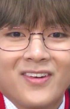 35 Ideas for memes faces taehyung Bts Taehyung, Bts Bangtan Boy, Kim Taehyung Funny, Bts Meme Faces, Funny Faces, V Bts Cute, Bts Face, Bts Memes Hilarious, Wattpad