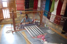 #MyWayOnHighway Day 11, A local weaver at work in Bhujodi, Gujarat, India…